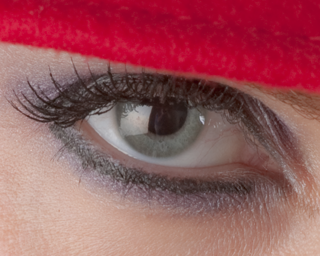 100% Crop of Natalya's eye